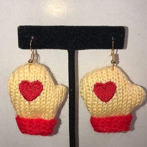 Mitten Earrings w/hearts for the Holidays!